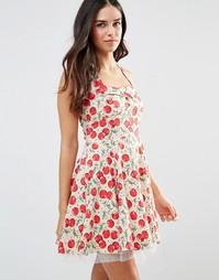Короткое приталенное платье в стиле 50-х с принтом вишен Iska
