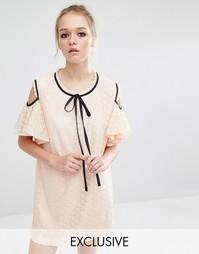 Кружевное платье с открытыми плечами и оборками Sister Jane - Телесный