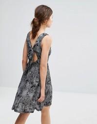 Платье с принтом и завязкой сзади Brave Soul - Черный