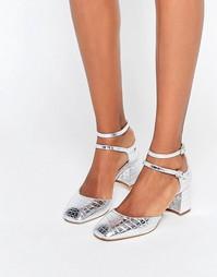 Серебристые туфли на каблуке с тиснением под кожу крокодила KG By Kurt