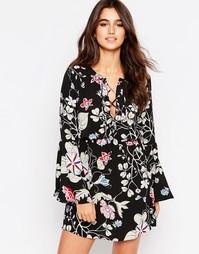 Короткое приталенное платье с кружевной отделкой спереди Glamorous