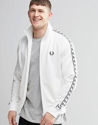 Белая спортивная куртка с лентой на рукавах Fred Perry - Снежно-белый