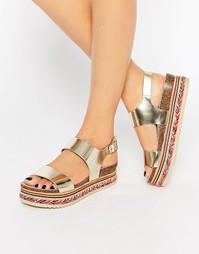 Золотистые кожаные сандалии на ровной платформе с бисером Carvela Kitt