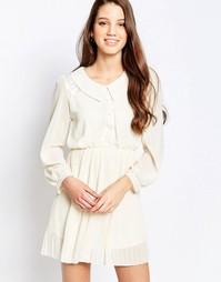 Короткое приталенное платье с воротником QED London - Кремовый