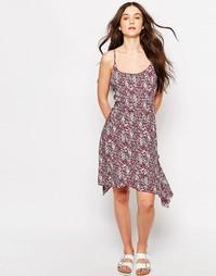 Платье асимметричной длины с принтом Brave Soul - Розовый