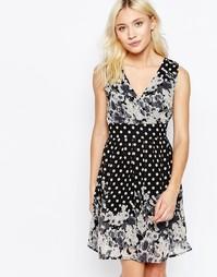 Приталенное платье без рукавов с v-образным воротом Yumi - Черный