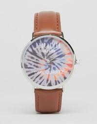 Часы с коричневым кожаным ремешком и принтом тай-дай Reclaimed Vintage