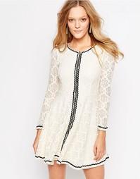 Платье с рукавами ангел QED London - Кремовый