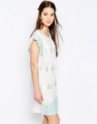 Платье с присборенной юбкой и пастельной вышивкой Hazel - Белый
