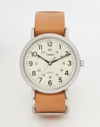 Часы с кожаным ремешком Timex Weekender T2P492 - Коричневый