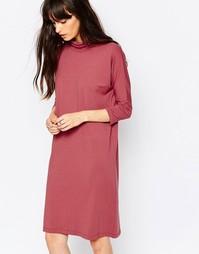 Розовое трикотажное платье с высоким воротом Just Female - Розовый