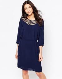 Цельнокройное платье с поясом и кружевной кокеткой Ichi - Темно-синий