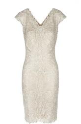 Кружевное платье с V-образным вырезом Tadashi Shoji