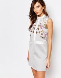 Цельнокройное платье с вышивкой Keepsake - Бледно-серый