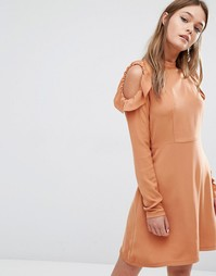 Платье с оборками и открытыми плечами Fashion Union - Бежевый