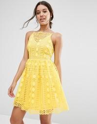 Платье мини из кружева с геометрическим узором ASOS Premium - Желтый