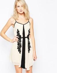 Цельнокройное платье с контрастным кружевом Little Mistress - Черный