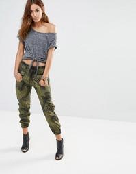 Камуфляжные брюки с принтом G-Star - Зеленый