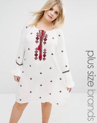Платье с вышивкой и кисточками Boohoo Plus - Белый