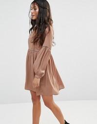 Чайное платье с широкими рукавами Glamorous - Мокка