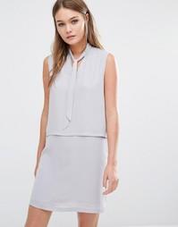 Двухслойное платье без рукавов с завязкой спереди Fashion Union