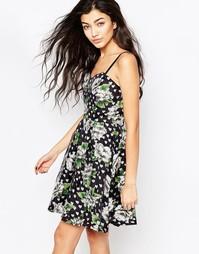 Короткое приталенное платье в горошек с цветочным принтом Iska