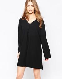 Свободное платье с длинными рукавами и V-образным вырезом Minimum Move