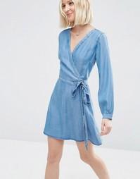 Платье мини с запахом из мягкого выбеленного денима ASOS - Синий