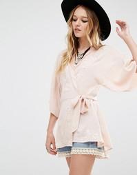 Блузка с вышивкой и завязкой спереди Honey Punch - Розовый