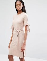 Нюдовое трикотажное платье в рубчик с завязкой Lavish Alice - Телесный