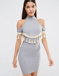 Облегающее платье с открытыми плечами и отделкой кисточками NaaNaa