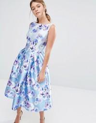 Сатиновое платье для выпускного с цветочным принтом Chi Chi London