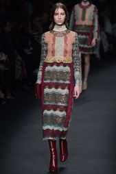 Кружевное платье Valentino