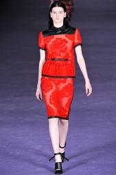 Красная юбка с отделкой Christopher Kane