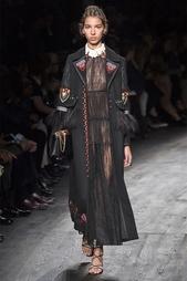 Пальто из шерсти и кашемира с вышивкой и перьями страуса Valentino