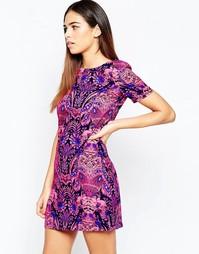 Цельнокройное платье с принтом Girl in Mind - Розовый