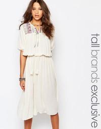Приталенное платье миди с вышивкой на кокетке Glamorous Tall
