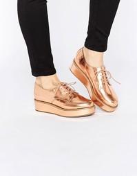 Туфли на шнуровке и плоской платформе ASOS MAVIS - Телесный металлик