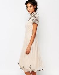 Платье миди с высокой горловиной и бусинами Boohoo Boutique - Телесный