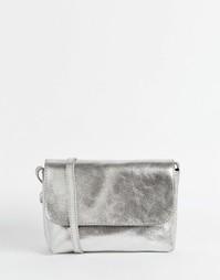 Мягкая кожаная сумка через плечо цвета металлик ASOS - Серебряный