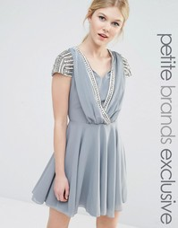 Платье мини с отделкой на коротких рукавах и запахом Maya Petite