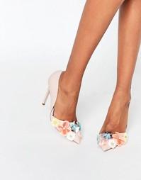 Туфли-лодочки на каблуке с цветочной отделкой Miss KG Caela