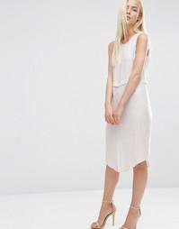 Ярусное платье‑футляр в полоску с разрезом спереди ASOS