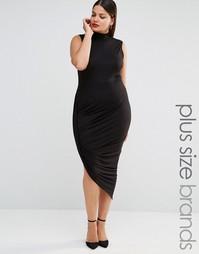 Трикотажное платье с высоким воротом и асимметричным краем Club L Plus