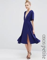 Платье-кимоно миди с глубоким вырезом и разрезами ASOS PETITE
