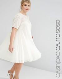 Свободное платье с декоративной отделкой кокетки ASOS CURVE - Кремовый