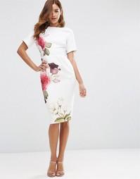Облегающее платье с принтом роз ASOS - Цвета слоновой кости с принтом