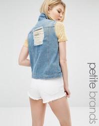 Рваный джинсовый жилет слим Liquor & Poker Petite - Выбеленный синий