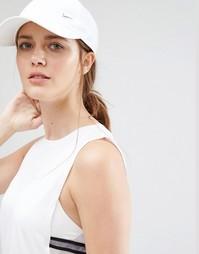 Белая бейсболка с логотипом Nike - Белый