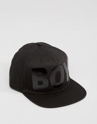 Черная бейсболка с надписью Boy London - Черный